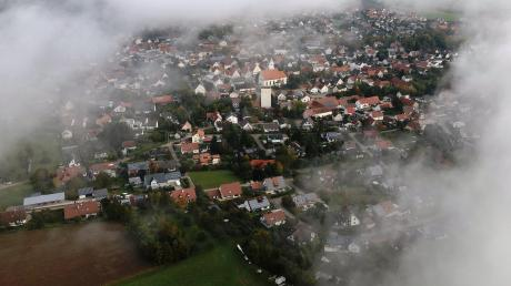 Insgesamt 14 Projekte werden in Wittislingen, Mödingen und Ziertheim gefördert. Viele der Ideen stammen von den Bürgern selbst. Unser Bild zeigt Wittislingen von oben. Gemacht hat das Foto übrigens Manfred Selzle mit seiner Drohne.