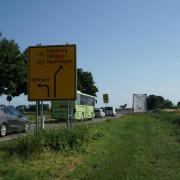 An der Anschlussstelle Peterswörth kann der Verkehr kurzzeitig stocken, denn dort wird auch die Abfahrt von der B16 umgebaut. Das Ende dieser Maßnahme ist für April 2022 geplant.