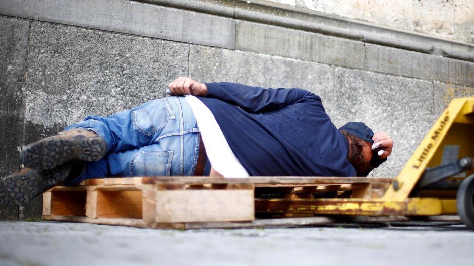 Obdachlosen einem sex mit Sex Mit