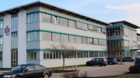 Das Technologie Centrum Westbayern (TCW) in Nördlingen bietet nicht nur ein Gründerzentrum für Start-ups, sondern beschäftigt sich auch mit den Themen Digitalisierung und Robotik. Außerdem ist dort das Hochschulzentrum Donau-Ries angegliedert.