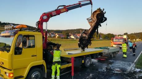Schwerer Unfall bei Hohenreichen, ein Motorrad und ein Audi gingen in Flammen auf.