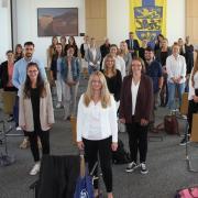 Diese neuen Lehrerinnen und Lehrer hatten Dienstag ebenfalls im Landkreis Dillingen ihren ersten Schultag. Offiziell vereidigt wurden sie im Landratsamt.