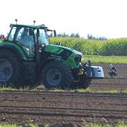 Das Objekt der Begierde für viele Fachjournalistinnen und -journalisten: Vergangenen Donnerstag wurde im Werk von Same Deutz-Fahr in Lauingen der neue Traktor der Serie 6 vorgestellt.