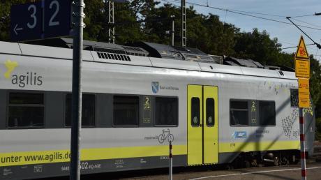 Auf der Donautalbahn verkehrt die Agilis. Schon ab nächstem Jahr sind für die Fahrgäste wesentliche Verbesserungen geplant. Vor allem sollen die Anschlüsse in Donauwörth und Günzburg besser erreicht werden.
