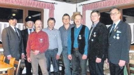 Ehrungen gab es beim Buchdorfer Kriegerverein: (von links) Franz Reichardt, Ulrich Reiner, Josef Reiner, Ludwig Sebald, Bernd Eschig, Martin Pietsch, Franz Gerstmeier und Kreisvorsitzender Werner Wölfel.