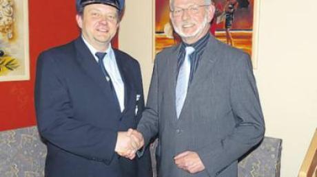 BKV-Kreisvorsitzender Manfred Färber (links) dankte Gastredner Jörg Fischer für seinen Fachvortrag zum Thema Bundeswehr.
