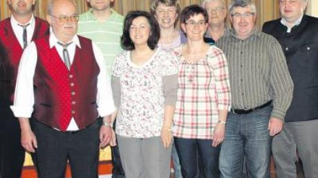 Der neue Vorstand des MGV Tagmersheim: (von links) Johann Schauflinger, Jürgen Quaiser, Petra Hopp, Petra Riedelsheimer, Maria Regler, Erwin Deschler, Josef Mayinger und Chorleiter Alfred Stübler.