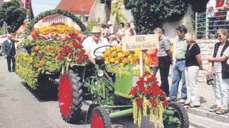 Ein prächtiger Umzug mit Blumenwagen war 2005 einer der Höhepunkte des großen Fest des Obst- und Gartenbauvereins Huisheim-Gosheim.