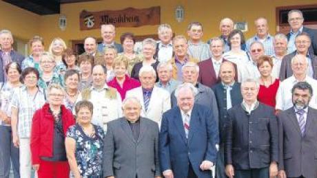 Zum Klassentreffen der Jahrgänge 1948 bis 1952 in Daiting trafen sich viele ehemalige Schulkameraden wieder.