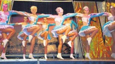 Die Prinzengarde des Carneval-Club Blaumeisen Huisheim (CCBH) zeigte mit interessanten und klassischen Tanzeinlagen ihr Können. Was leicht aussah, musste aber freilich vorher, vor der lustigen Jahreszeit, eingehend geübt werden.