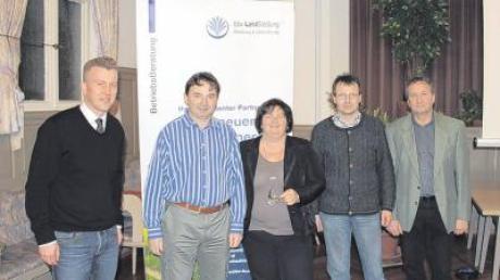 Wollen mehr Windenergie im Landkreis: (von links) Ulrich Hintermair (bbv LandSiedlung), Albert Riedelsheimer (Kreisvorsitzender Bündnis 90/Die Grünen), MdL Christine Kamm (Grüne, Augsburg), Werner Siebert (Bürgermeister Fünfstetten) und Karl Wiedenmann (Kreisobmann Bayerischer Bauernverband).