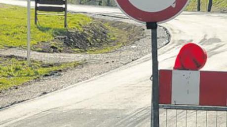 Die Straße zwischen Daiting und Gansheim ist momentan gesperrt. Dies soll bald ein Ende haben.