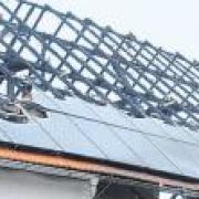In Bergkirchen hat eine Photovoltaikanlage auf einer Lagerhalle gebrannt.
