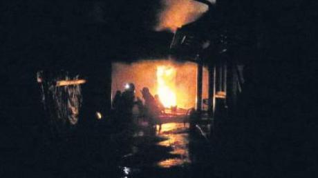 Völlig ausgebrannt ist am Montagabend eine Werkstatt in Fünfstetten. Der Schaden wird auf rund 30000 Euro geschätzt.