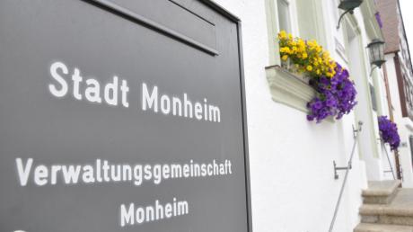 Vier Personen bewerben sich bei der Wahl im März um das Amt des Monheimer Rathauschefs.