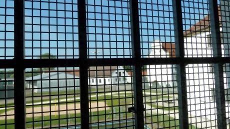 In der Justizvollzugsanstalt in Niederschönenfeld gab es illegale Boxkämpfe. Dafür mussten sich einige Gefangene jetzt vor Gericht verantworten.