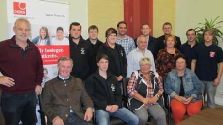 Bürgermeister Gerhard Pfitzmeier (Zweiter von links) ist stolz auf die Vereine und Bürger.