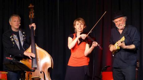 Der Bairisch-Diatonische Jodelwahnsinn mit (von links) Josef Brustmann, Petra Amasreiter und Otto Göttler ist zurück. Am 30. Juli gastiert das Trio beim Rainer-Winkel-Festival auf Gut Sulz.