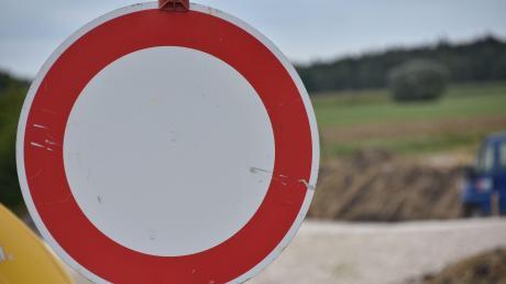 Wegen Sanierungsarbeiten ist die DON 38 in Bäumenheim für vier Wochen gesperrt.