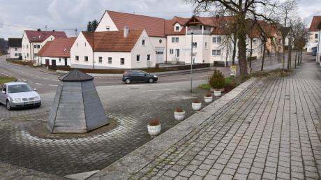 Die Ortsdurchfahrt von Gosheim (im Hintergrund) wird von Dienstag, 1. März, an gesperrt, weil die Straße komplett erneuert wird. Die Bauarbeiten dauern bis ins nächste Jahr hinein. Dabei wird auch der Dorfplatz um den Brunnen neu gestaltet.