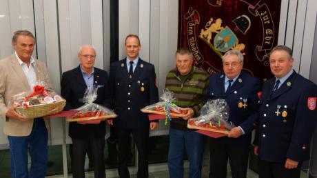 Bei der Werkfeuerwehr Fendt haben Ehrungen angestanden. Das Bild zeigt (von links) Horst Tober, Wolfgang Späthe, Vorsitzenden Thomas Haller, Alfred Marstaller, Franz Rössle und Michael Wittmann.