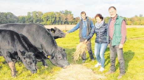 Sie sind mit Leib und Seele Biobauern (von rechts): Josef, Cäcilia und Johannes Hell, die seit 25 Jahren einen Ökologischen Hof in Niederschönenfeld betreifen.