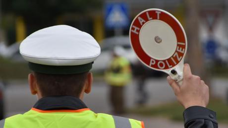 Die Polizei hat nahe Daiting einen betrunkenen Lkw-Fahrer gestoppt. Der machte mächtig Ärger.