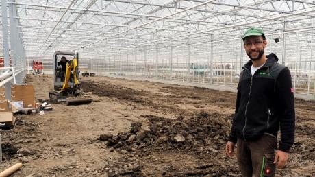 Großbaustelle in der Gärtnersiedlung in Rain: Beim Gartenbaubetrieb Seidl entstehen knapp 20000 neue Produktions- und Arbeitsflächen. Die Glashäuser stehen bereits, jetzt folgt der aufwendige Innenausbau. Gartenbaumeister und Inhaber Josef Seidl investiert vier Millionen Euro.