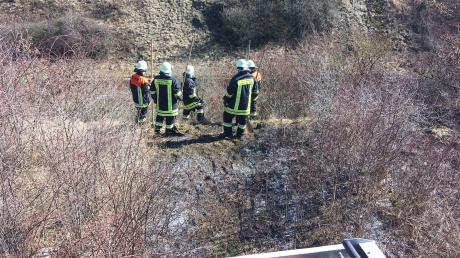 Ein Defekt an einem Güterzug-Wagon hat an der Bahnlinie Donauwörth - Treuchtlingen mehrere Brände ausgelöst. Fünf Feuerwehren waren im Einsatz.
