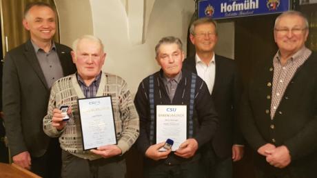 Bei den Ehrungen: (von links) Vorsitzender Markus Deffner, Josef Färber, Alfons Behringer, Peter Schiele und Zweiter Vorsitzender Xaver Schnierle.