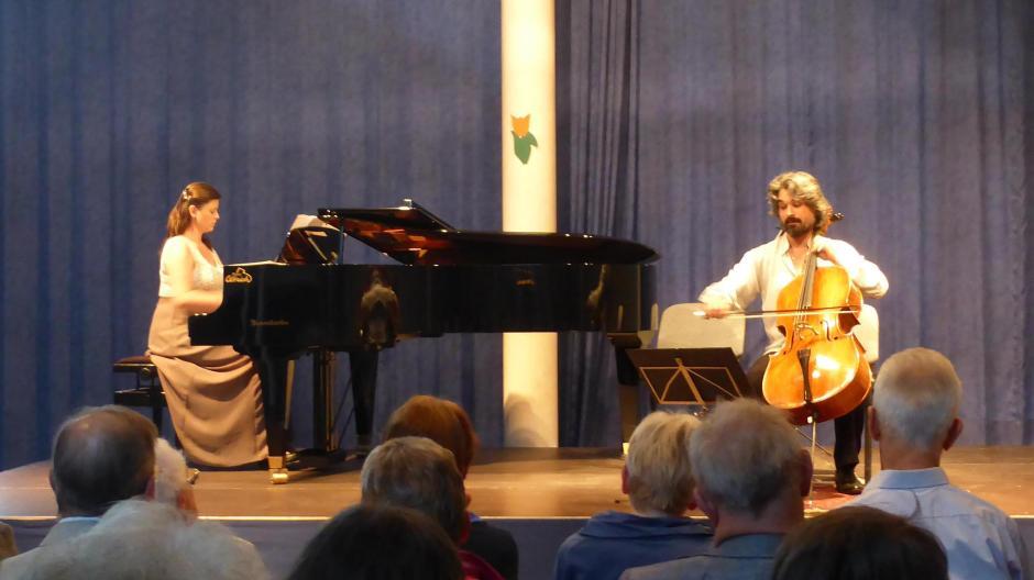 Das Publikum in Mertingen war angetan vom Schaffen der beiden tschechischen Musiker.