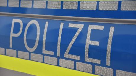 Eine Seniorin ist im Landkreis Dachau auf Trickbetrüger hereingefallen. Die falschen Polizisten bedrängten das Opfer tagelang.