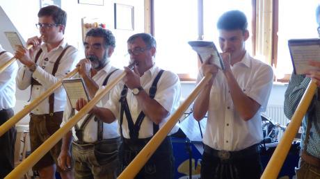 Premiere für das Daitinger Alphorn-Sextett: Die sechs Musiker traten zum ersten Mal beim Musikverein Usseltal Daiting auf und waren deshalb eine besondere Überraschung.