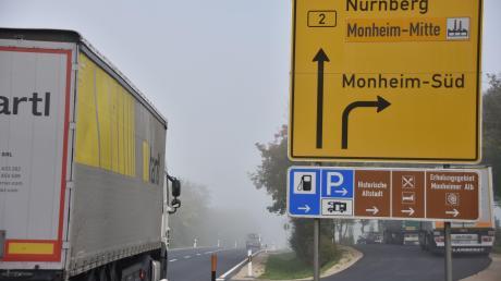 Weil die Bundesstraße bei Monheim im Sommer erneuert wird, muss der Verkehr umgeleitet werden.