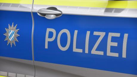 Die Polizei sucht nach einem Unfall auf der B16 zwischen Donauwörth und Erlinghsofen nach Zeugen.