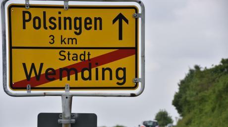 Ein kleines Teilstück der Straße von Wemding nach Polsingen soll erneuert werden. Daran beteiligen sich die Gemeinden Polsingen und Wolferstadt sowie die Stadt Wemding.