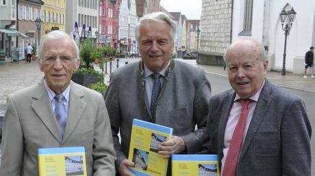 Ein Buch über die jüngere Geschichte des CSU-Ortsverbandes Donauwörth haben Klaus Stephan (von links), Bernd Lerch und Franz Haselmayr verfasst.