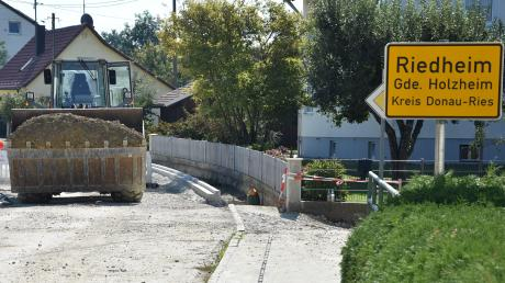 Die Ortsdurchfahrt Riedheim wird derzeit ausgebaut – eine Maßnahme des Landkreises.