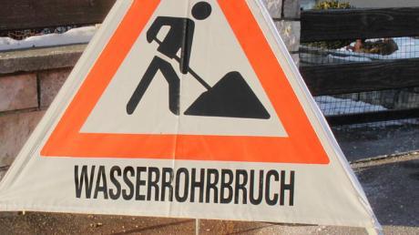 In Röfingen hat es einen Wasserrohrbruch gegeben.