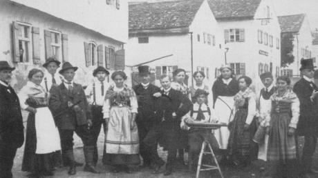 """Im Jahr 1919 spielte die Theatergruppe Rögling die Volksstücke """"Die Heimkehr"""" und """"Der unheimliche Gast""""."""