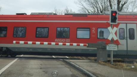 Harburg_Bahn%c3%bcbergang_Wemdinger_Stra%c3%9fe.jpg