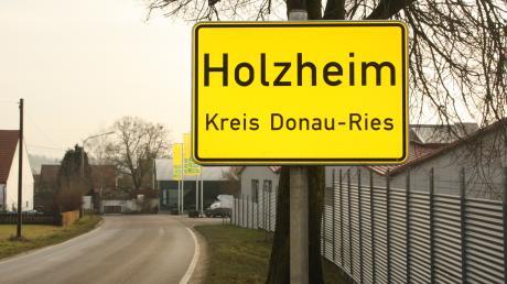 In der Lechgemeinde Holzheim sorgt eine Beschwerde eines Gemeinderats bei der Kommunalaufsicht für Ärger.