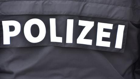 In Lechsend hat ein Unbekannter Fahrzeugteile gestohlen.