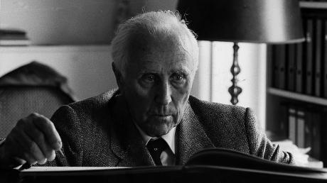 Werner Egk, geboren am 17. Mai 1901 in Auchsesheim, gestorben am 10. Juli 1983 in Inning, ist Donauwörther Ehrenbürger.