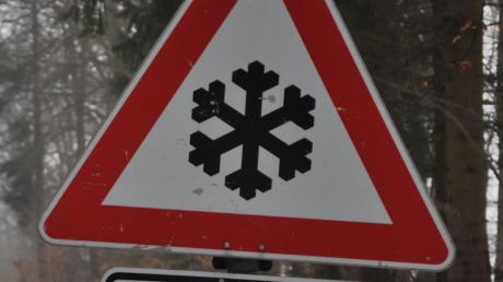 Auf glatter Straße haben sich bei Wolferstadt zwei Unfälle ereignet.