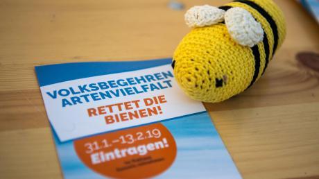 """Über 16 000 Bürger unterstützen im Landkreis Donau-Ries die Aktion """"Artenvielfalt – Rettet die Bienen!"""""""
