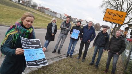 In der Gemeinde Rögling soll ein Mobilfunkmast aufgestellt werden. Es ist darüber ein Streit entbrannt ob in der Ortsmitte oder außerhalb des Ortes.
