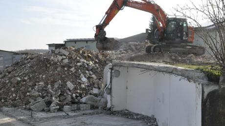 """Das sogenannte """"Schneck-Haus"""", in dem sich zuletzt eine Arztpraxis befand, wurde jetzt abgerissen."""