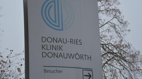 Die Ermittlungen im Hepatitis-Skandal an der Donau-Ries-Klinik in Donauwörth dauern an.