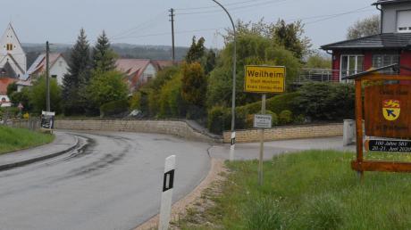 Die marode Ortsdurchfahrt in Weilheim soll im Jahr 2020 saniert werden. Die Maßnahme, deren Vorplanung nun im Monheimer Stadtrat vorgestellt wurde, dürfte rund 1,4 Millionen Euro kosten.